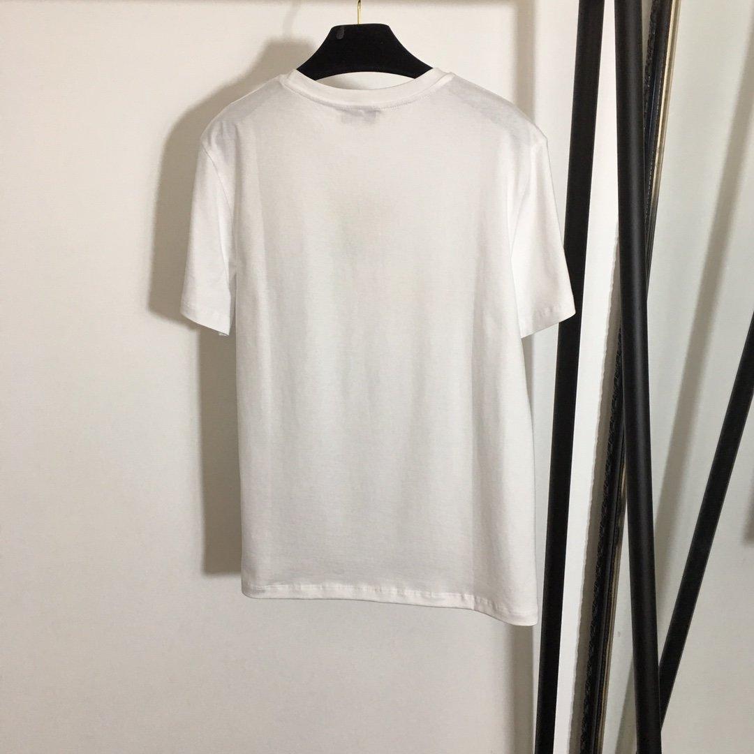Chanel新款彩色镂空刺绣字母时尚