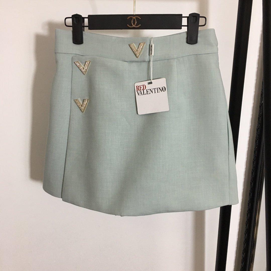 Valentino新款金属钉钻V字暗