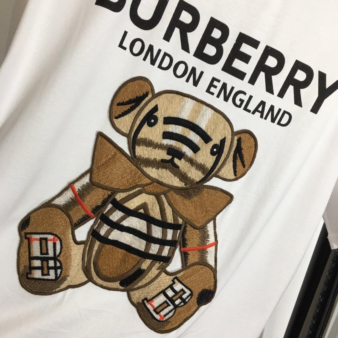 Burberry新款机器小熊刺绣玩偶