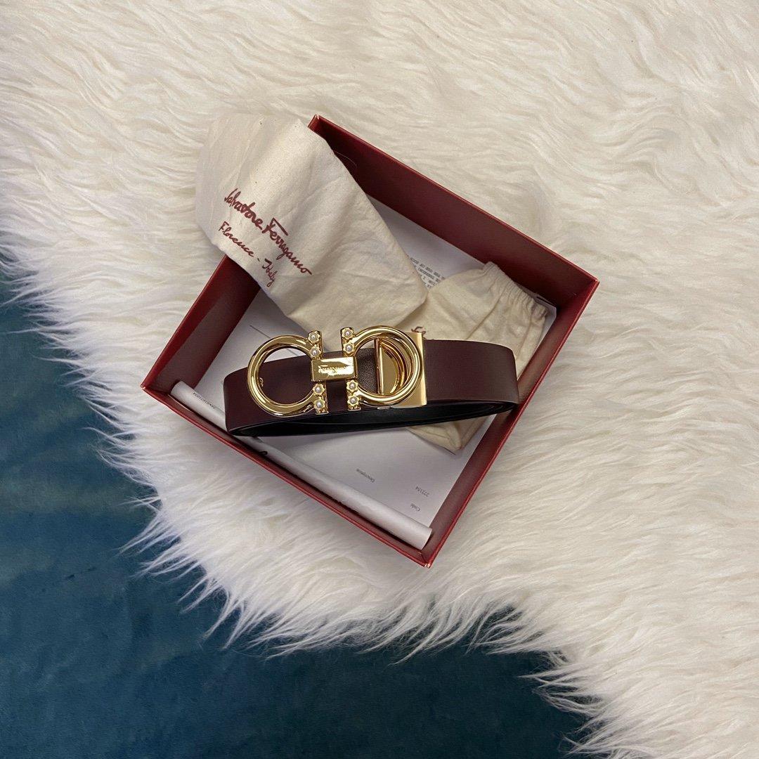菲拉格慕双面意大利顶级进口头层平纹小牛皮珍珠纯铜扣