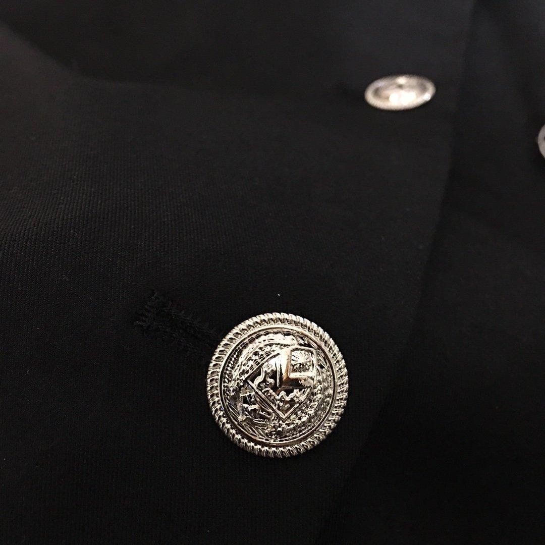 Chanel新款银线刺绣包边钉钻lo