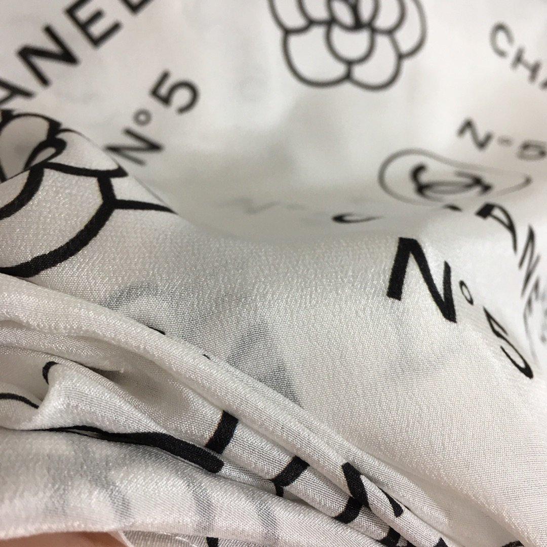 Chanel新款小香风山茶花印花撞色