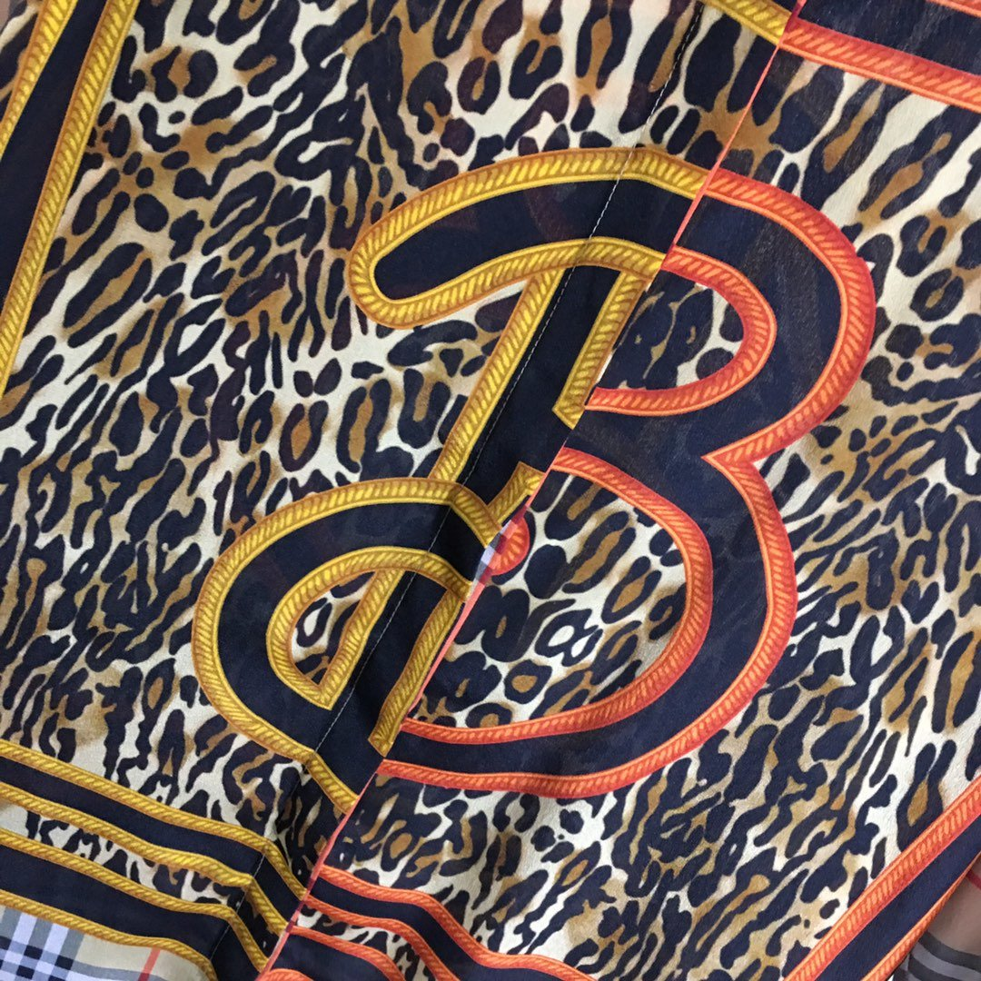 Burberry新款经典格纹豹纹印花