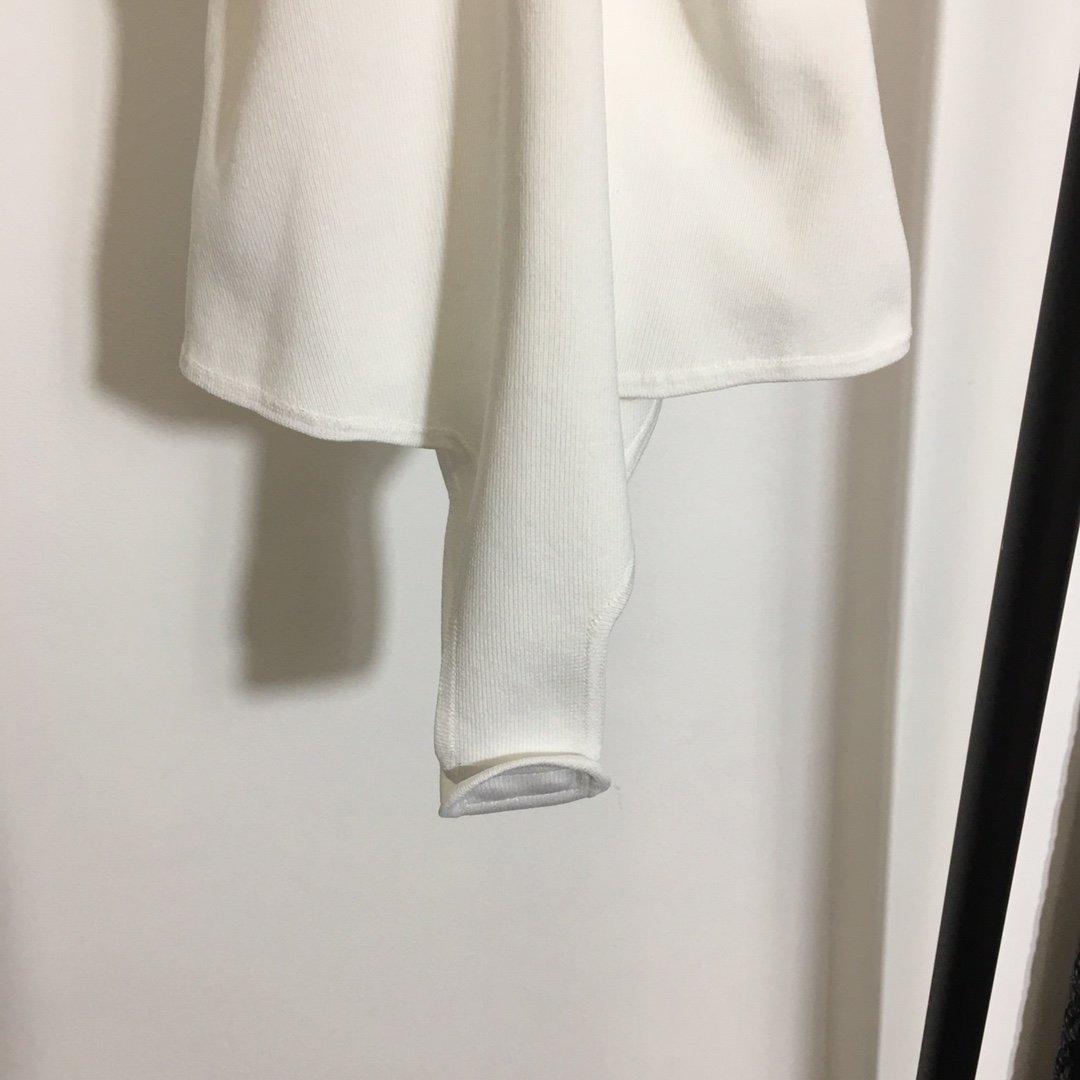 Versace新款小众设计立体胸型弹