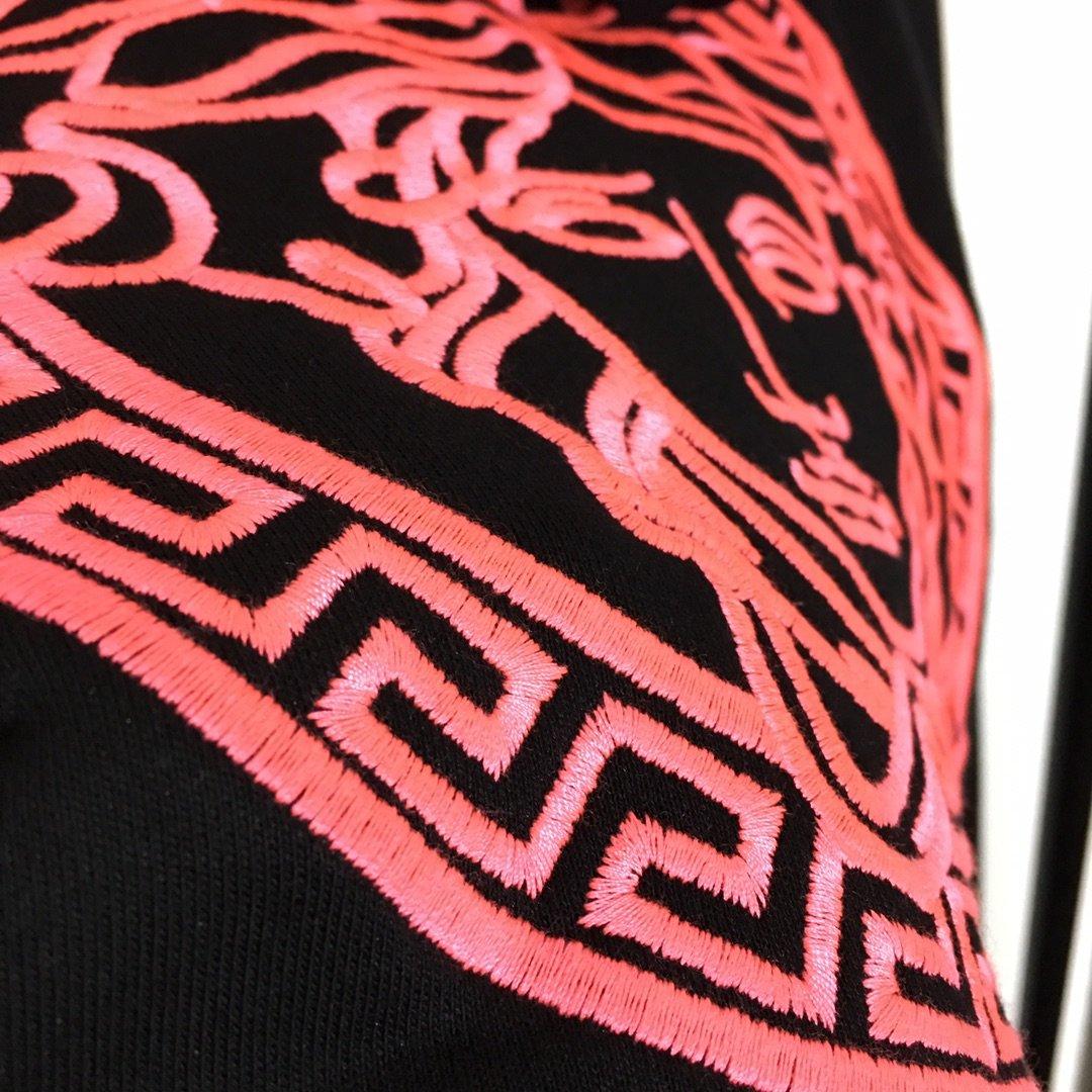 Versace新款字母刺绣logo长