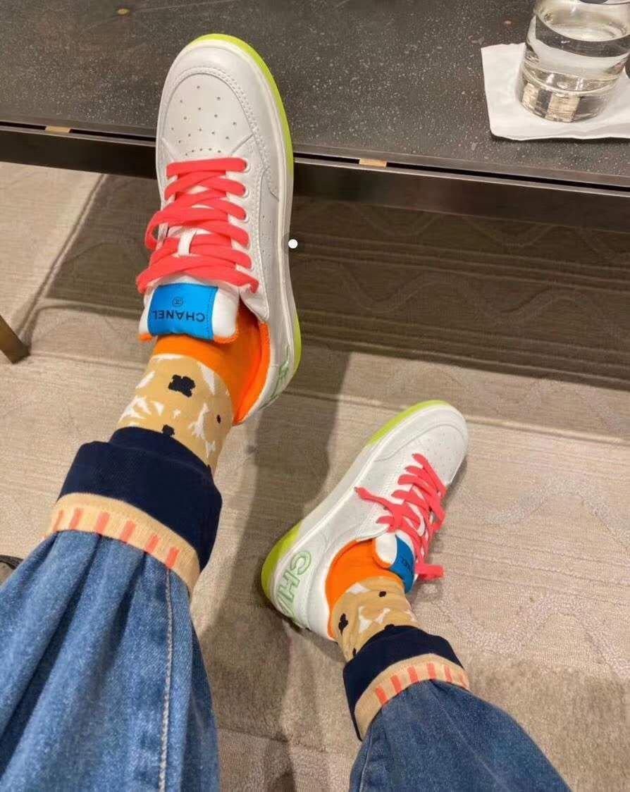 chanel小香2020新款小红书力推款彩色小白鞋(图1)