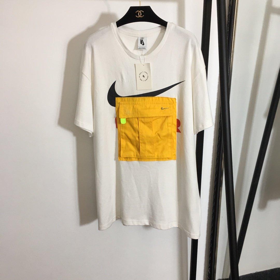 Nike胸口黄色口袋印花加厚纯棉T恤