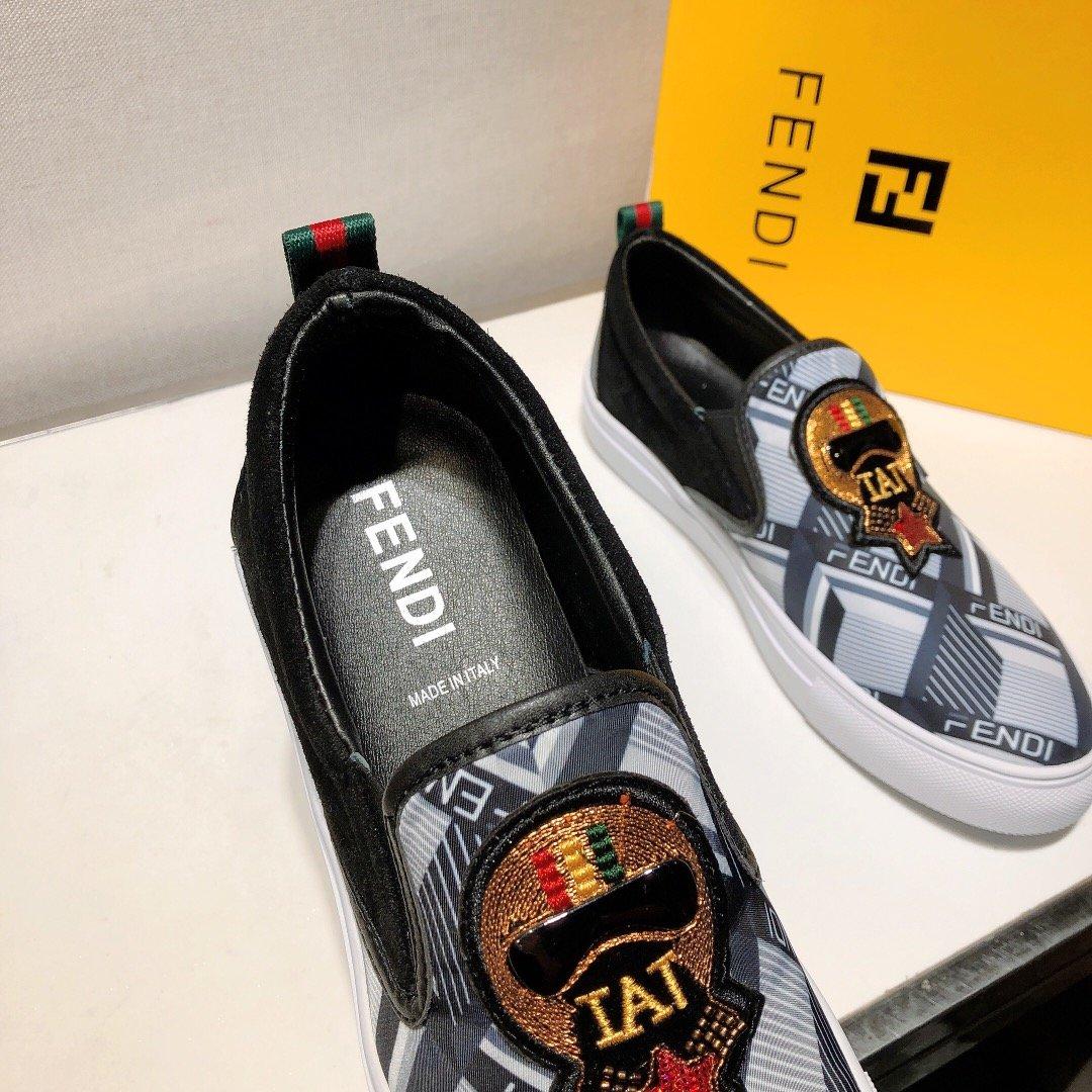 世界著名奢侈品品牌FENDI芬迪20