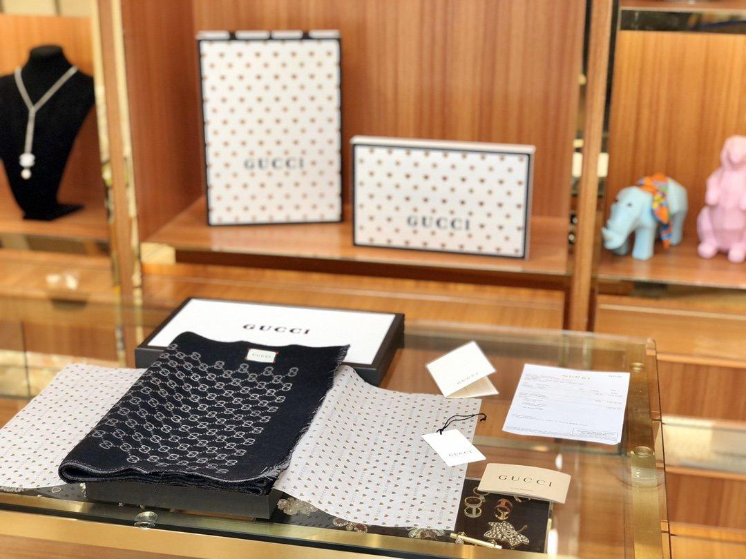 Gucci男士羊毛围巾双面可用菱形印花图案 (图2)