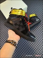 本地自取300核心放店OFFWHITECO30VIRGILABLOH18SSL原底面组装此款鞋采用了和THETEN系列相似的设计手法标志性的挂牌鞋带上的SHOELACE大底后跟处30彰显不一样的标记low30鞋身两处贴饰诠释VirgilAbloh独特潮流理念多款配色陆续出货Size3545