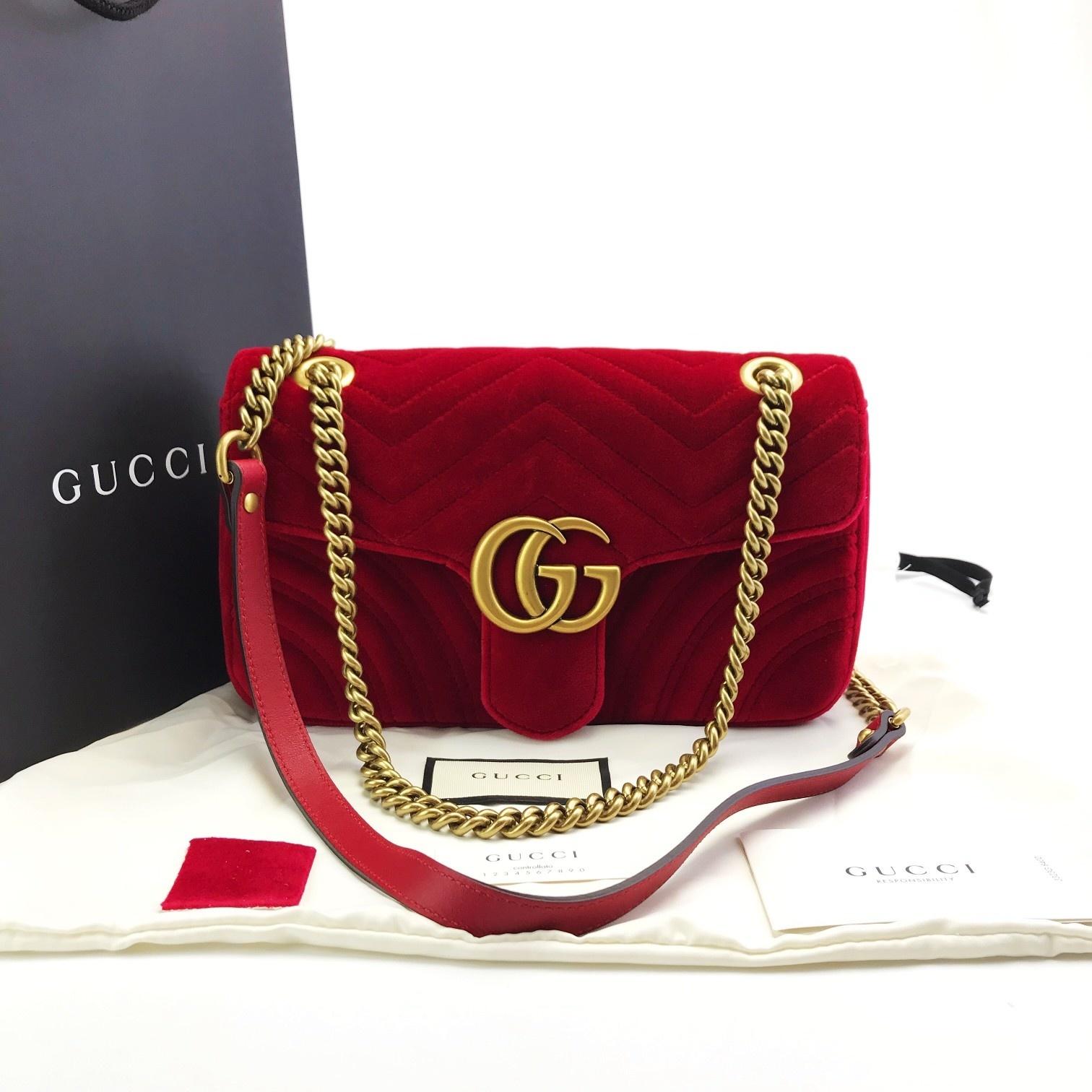 全新全套GUCCI新到超大热GG Marmont 26 复古GG标识。丝绒面,背面可爱心型,复古金链条 中国红/暗光蓝