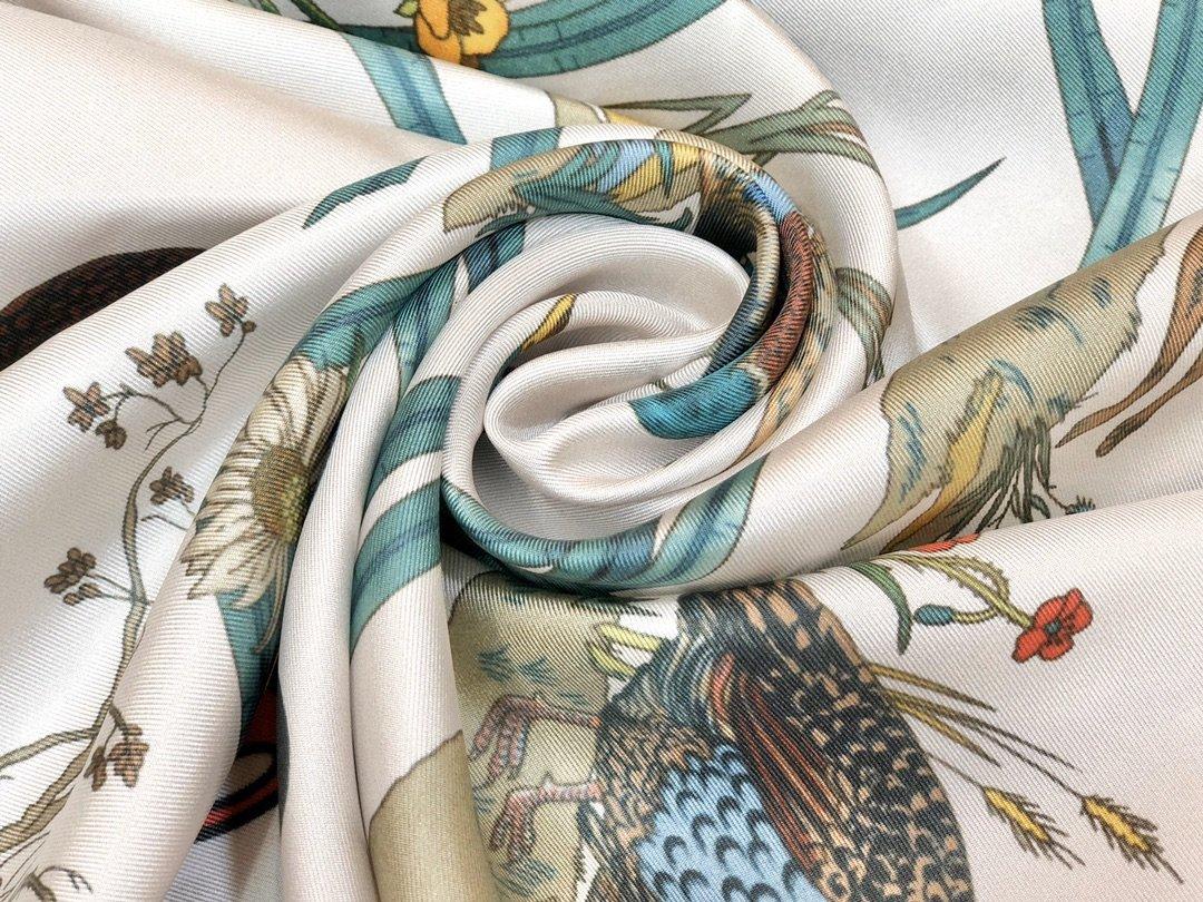 Gucci X Disneyp限量联名系列米奇老鼠斜纹真丝方巾(图6)