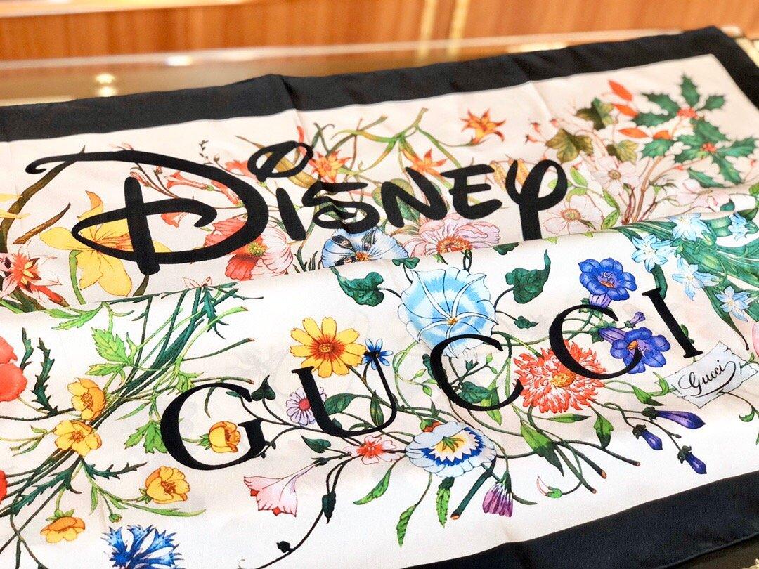 2020早春Gucci Odisney迪士尼米奇印花真丝围巾(图7)