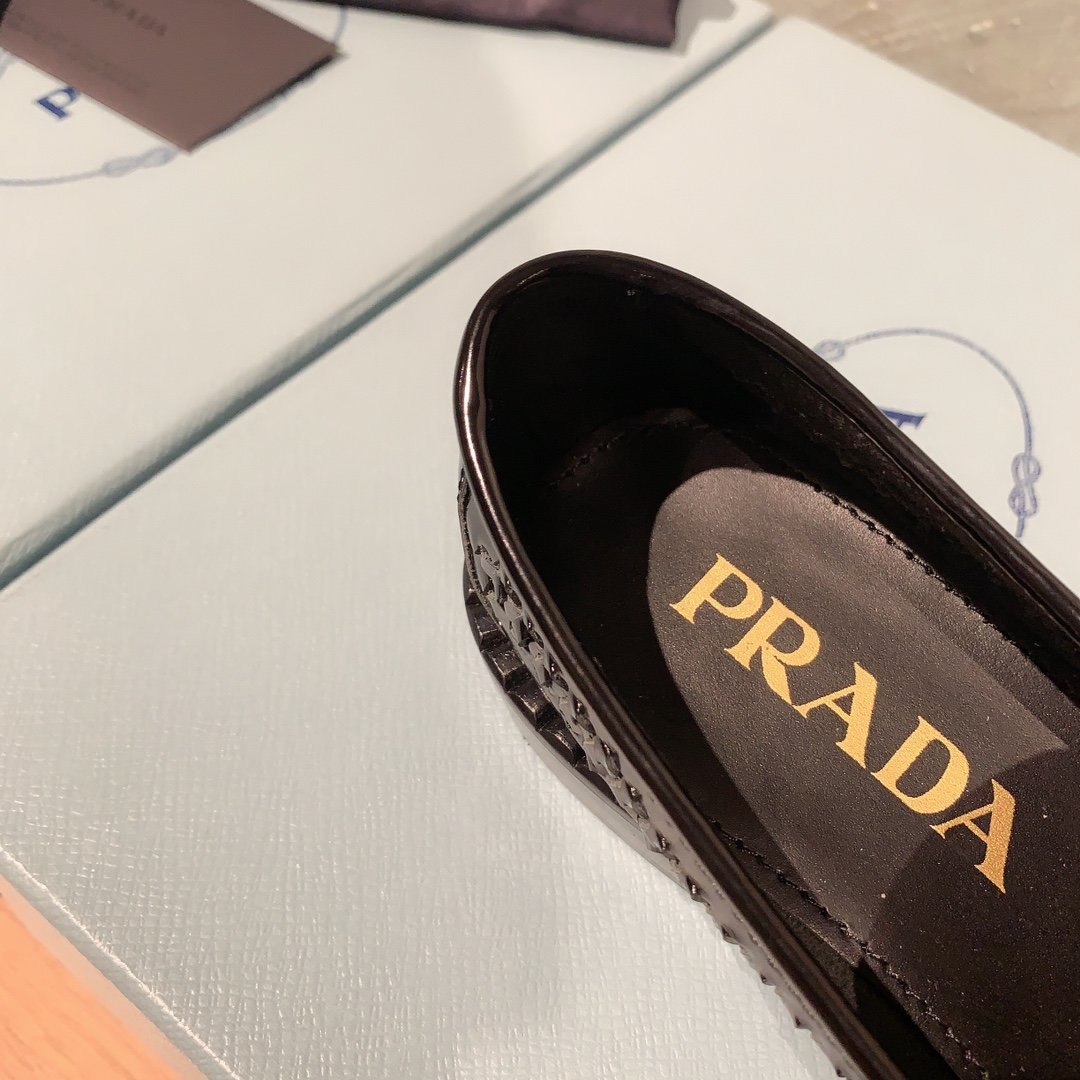 Prada代购品质 2020早春新款复古编织镂空乐福鞋(图8)