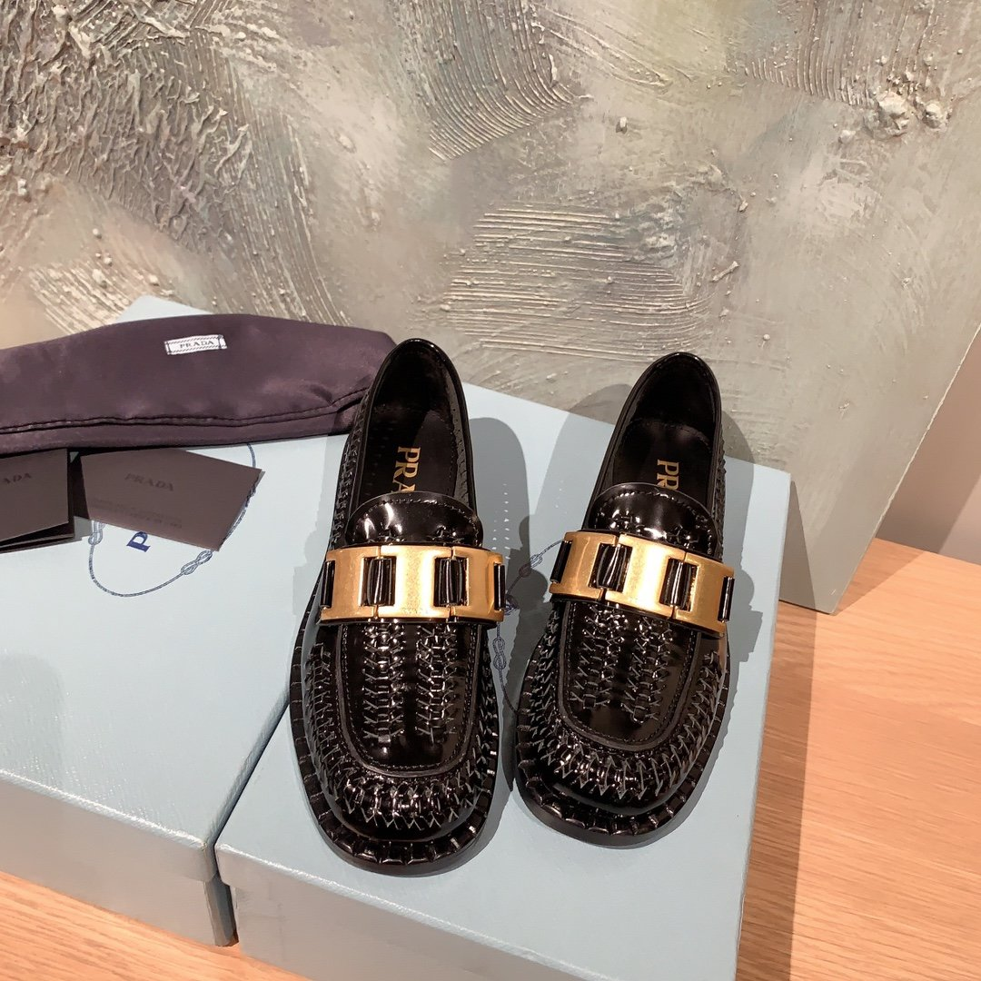 Prada代购品质 2020早春新款复古编织镂空乐福鞋(图4)