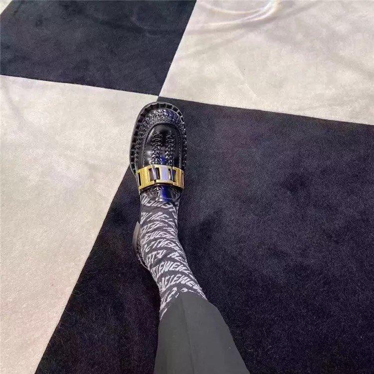 Prada代购品质 2020早春新款复古编织镂空乐福鞋(图2)