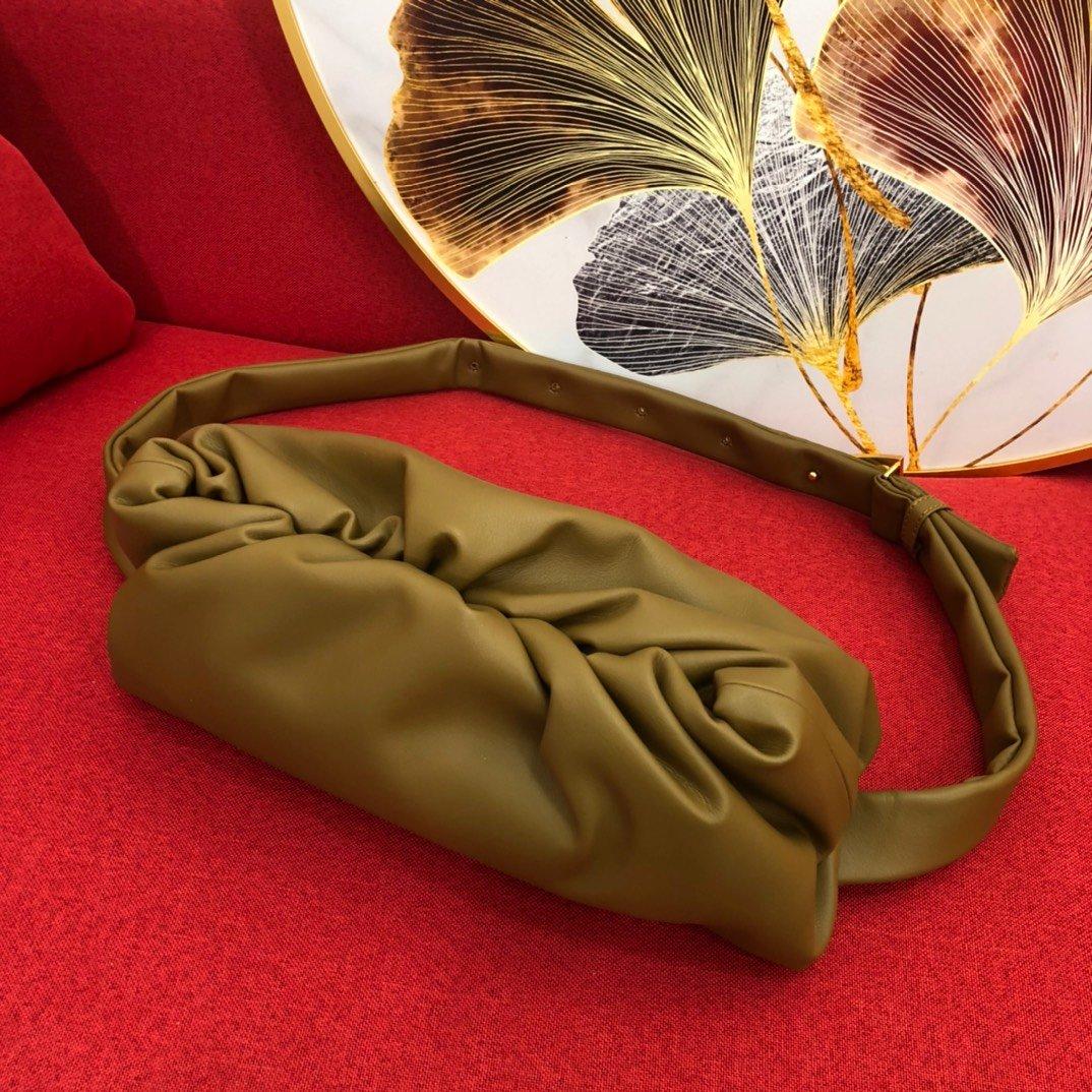 Bottega Veneta宝提嘉挎背 手拿 两用云朵包(图5)