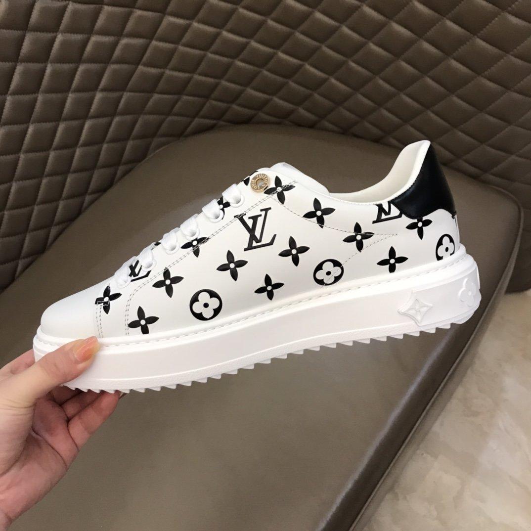LV厚底情侣运动鞋由柔软的白色平纹小