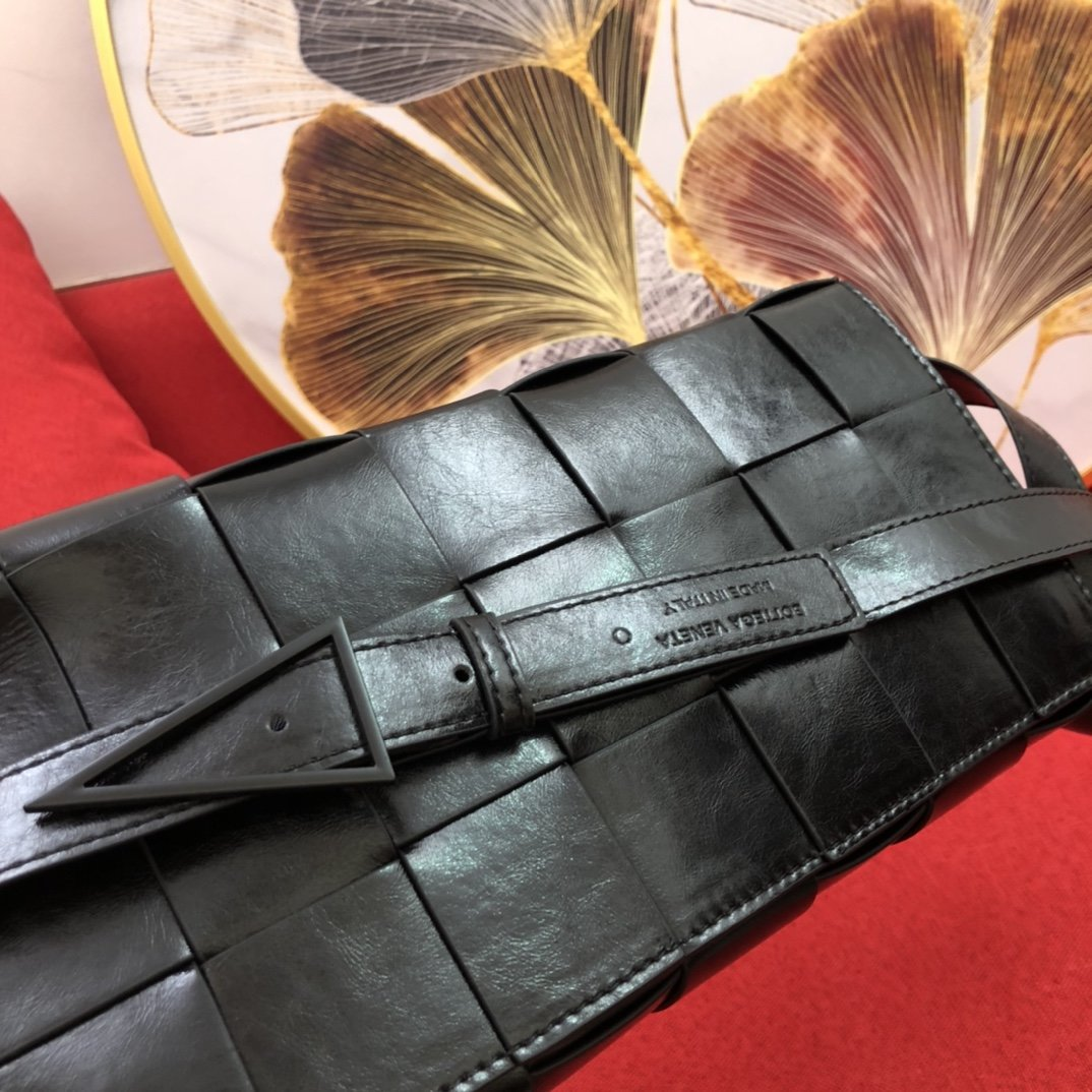 Bottega Veneta宝提嘉 cross-body纸质牛皮编织腰包(图3)