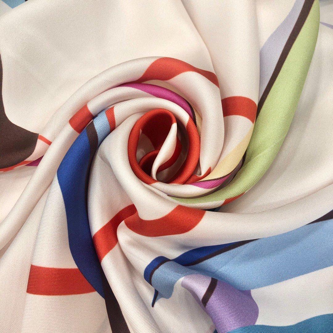 chanel小香顶级斜纹真丝方巾(图4)