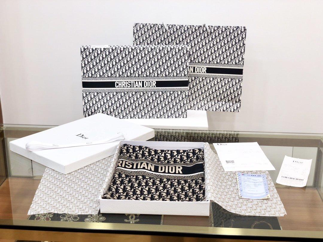 Dior新款丝巾重磅推荐桑蚕真丝Dior第一名主打丝巾(图3)