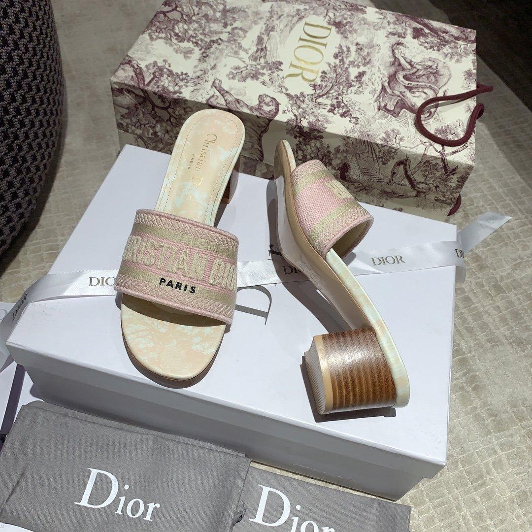 Dior专柜刺绣字母拖鞋经典耐看的懒人拖鞋(图13)