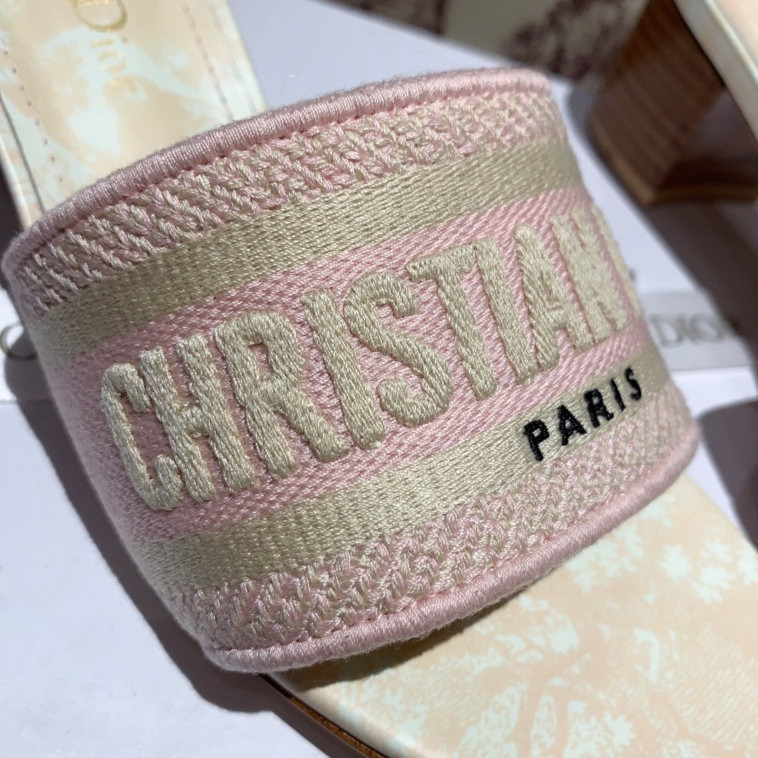 Dior专柜刺绣字母拖鞋经典耐看的懒人拖鞋(图14)