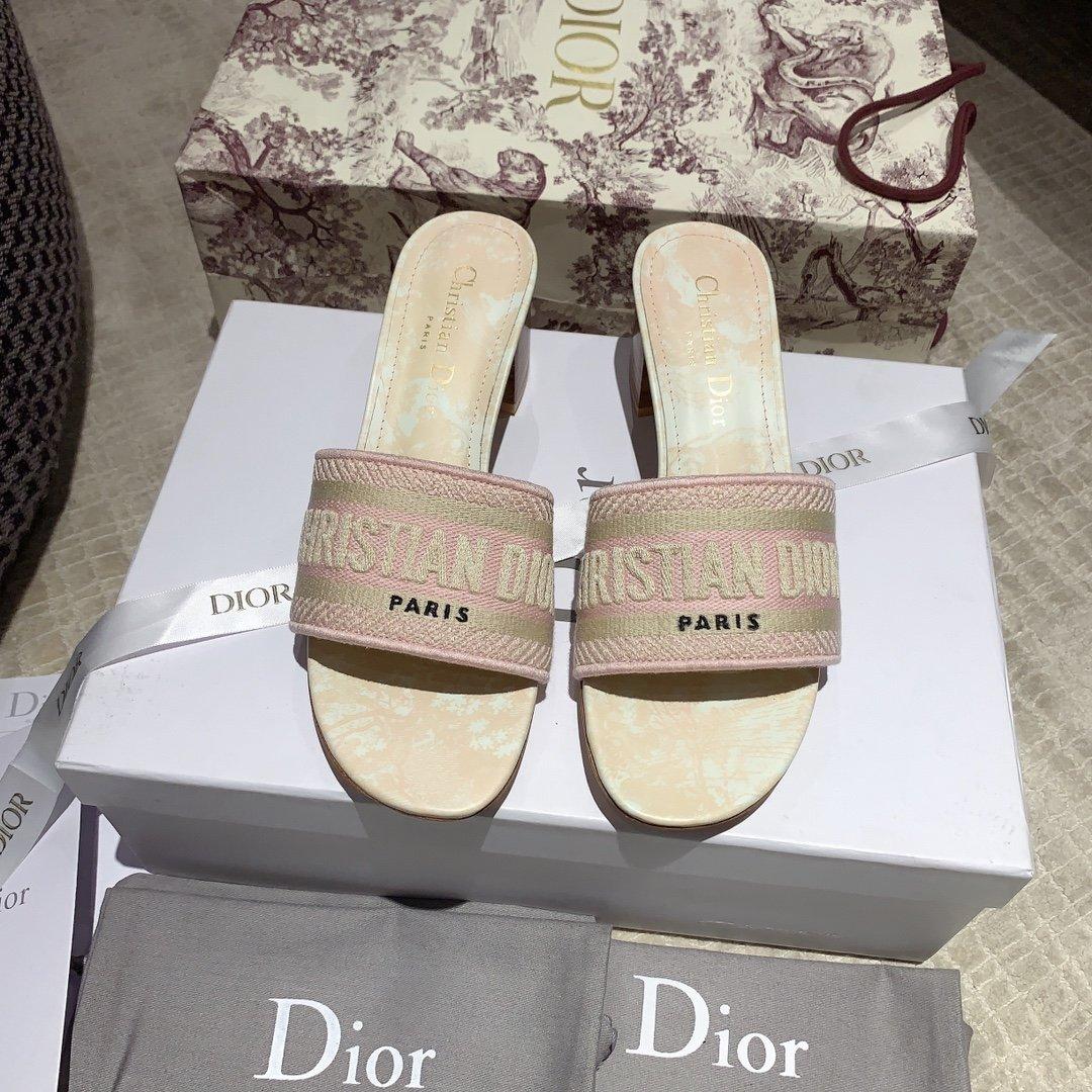 Dior专柜刺绣字母拖鞋经典耐看的懒人拖鞋(图10)
