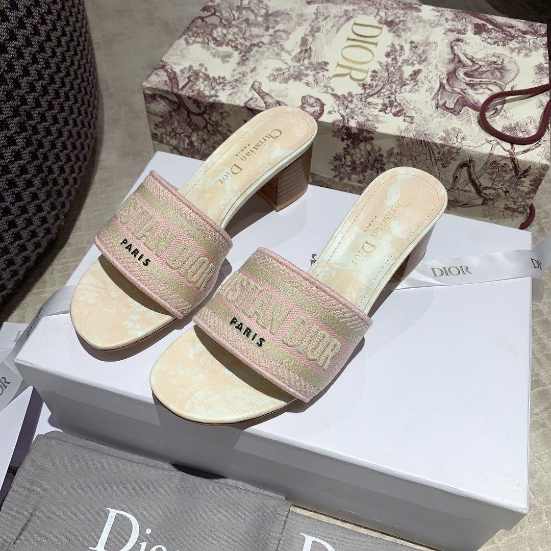 Dior专柜刺绣字母拖鞋经典耐看的懒人拖鞋(图12)