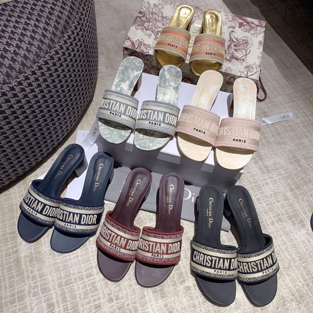 Dior专柜刺绣字母拖鞋经典耐看的懒人拖鞋(图8)