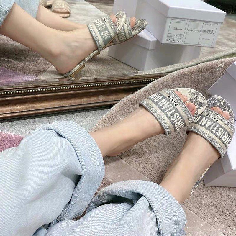 Dior专柜刺绣字母拖鞋经典耐看的懒人拖鞋(图5)