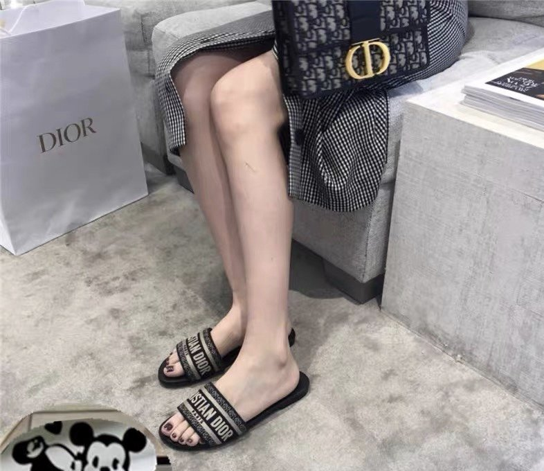 Dior专柜刺绣字母拖鞋经典耐看的懒人拖鞋(图4)