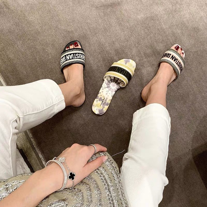 Dior专柜刺绣字母拖鞋经典耐看的懒人拖鞋(图1)