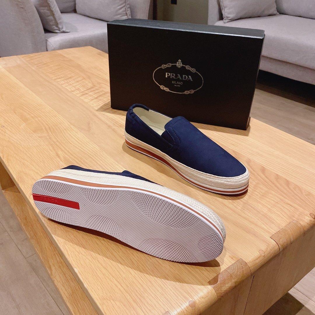 最新款PRADA经典小白鞋款式一款不