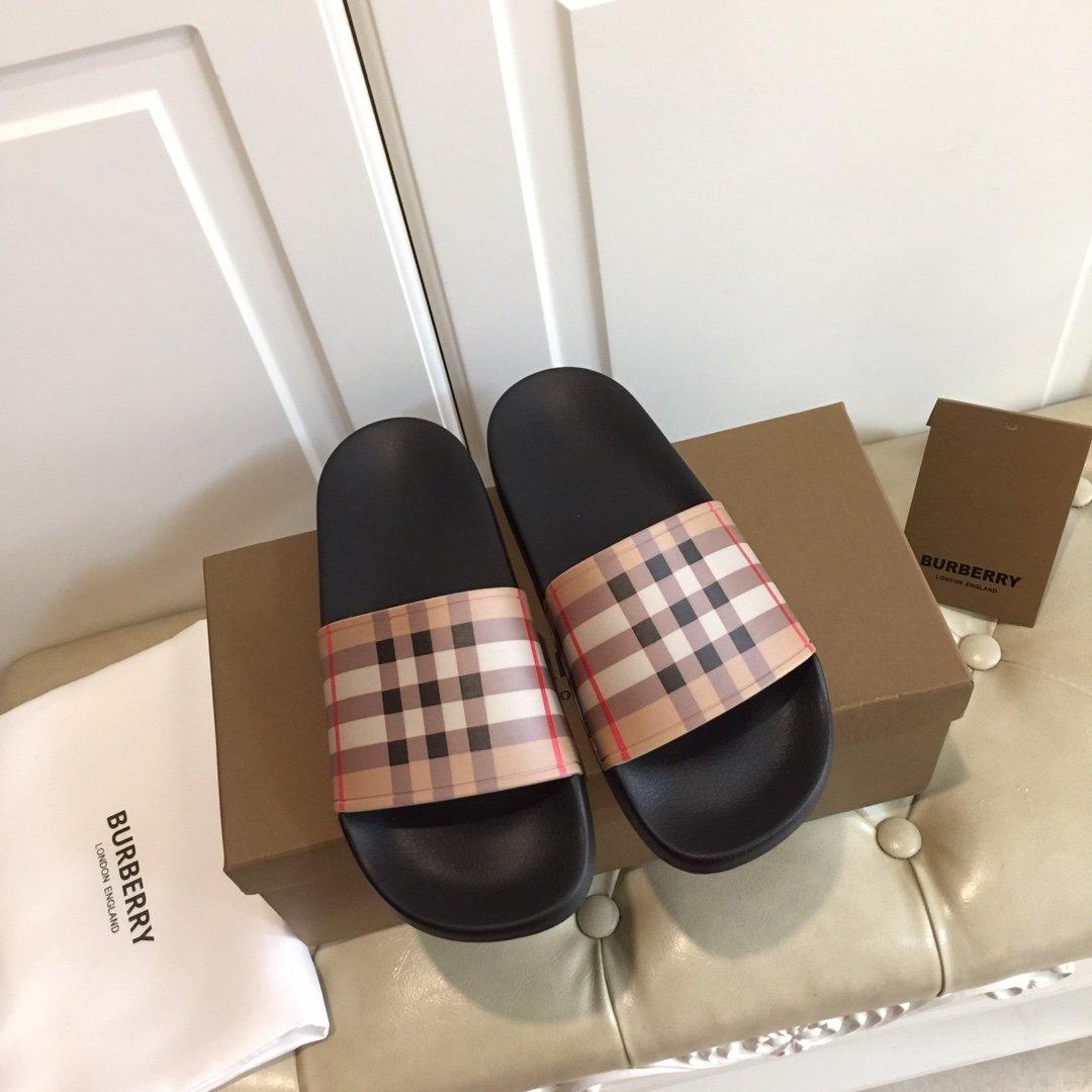 最新BURBERRY巴宝莉情侣款拖鞋