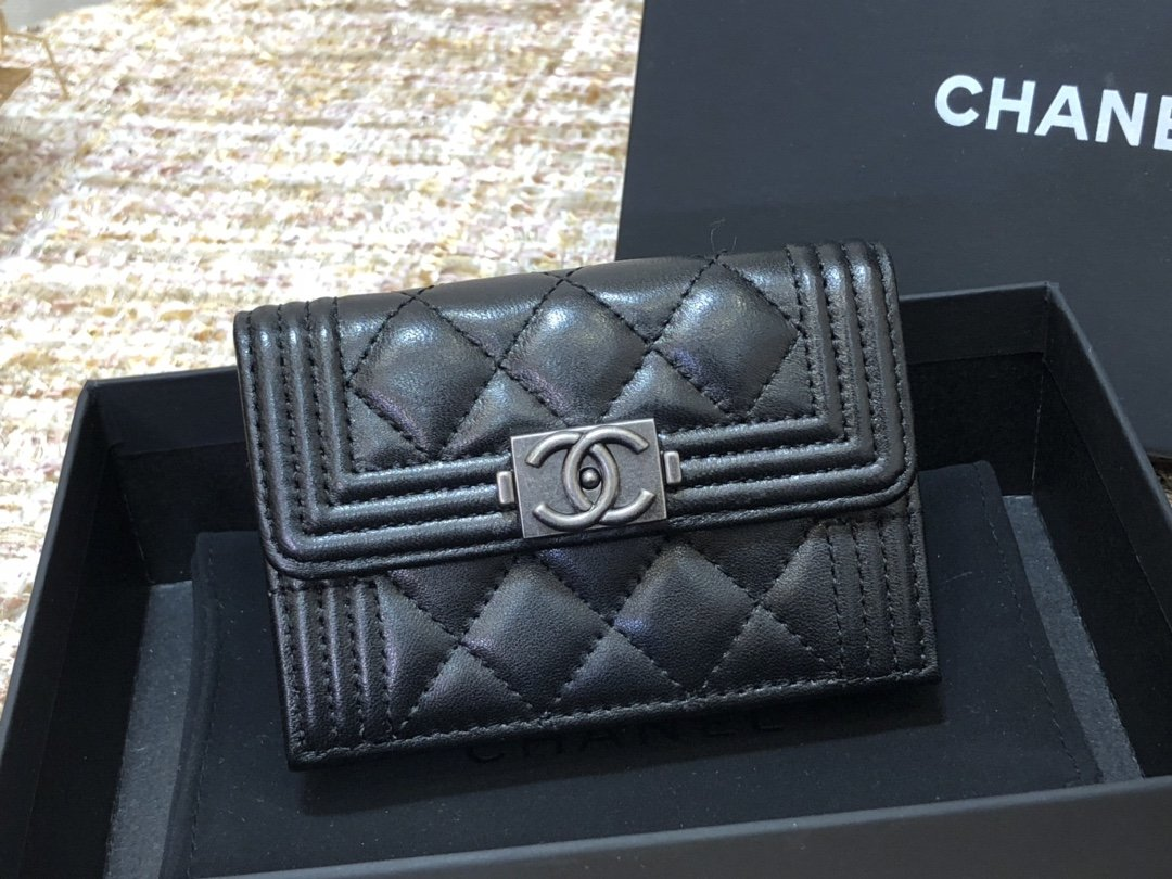 Chanel新款式 经典短夹(图1)