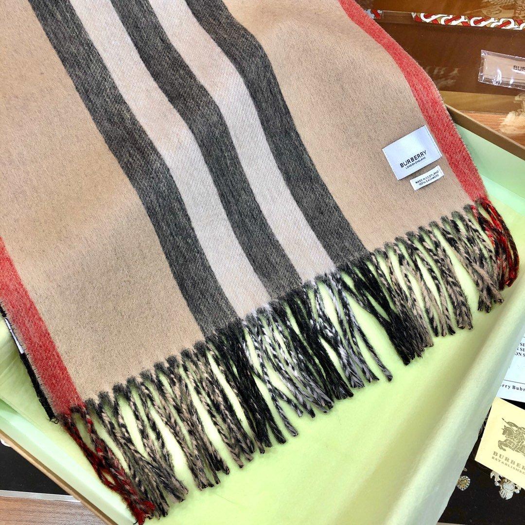 Burberry 条纹围巾的经典条纹(图7)