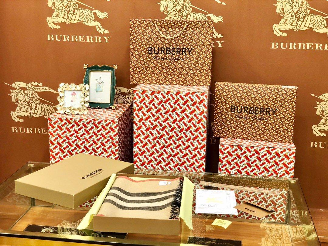 Burberry 条纹围巾的经典条纹(图2)