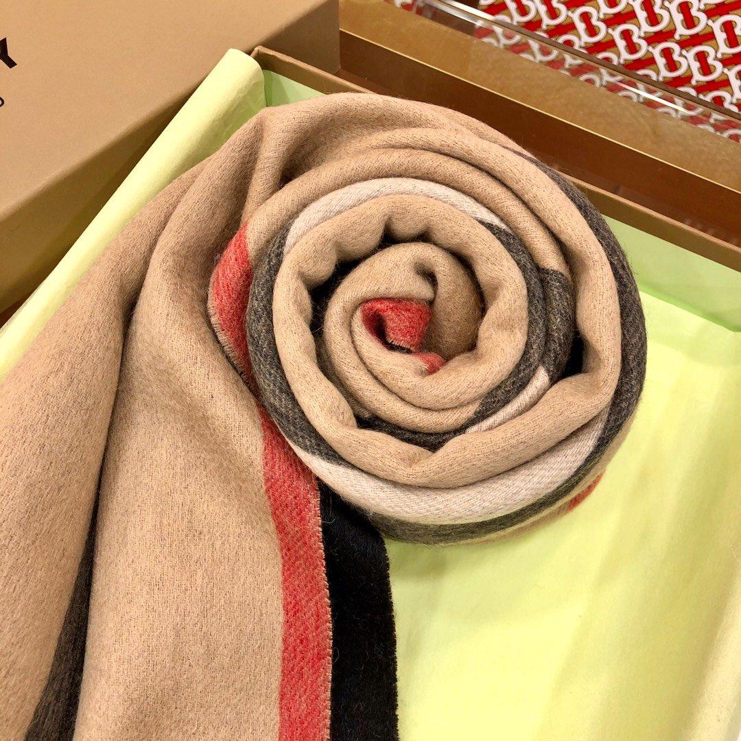 Burberry 条纹围巾的经典条纹(图4)