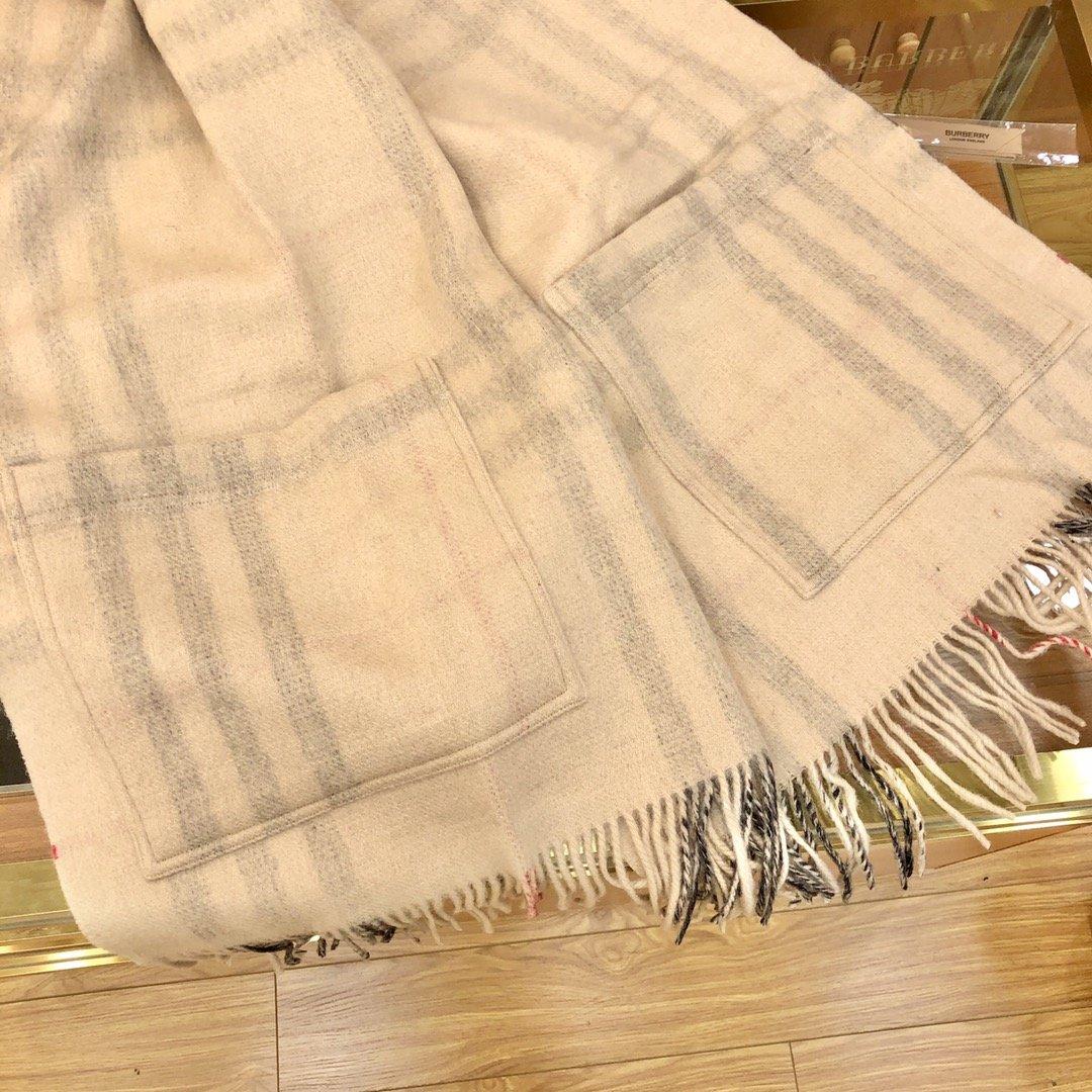 Burberry 口袋款围巾专柜经典(图7)
