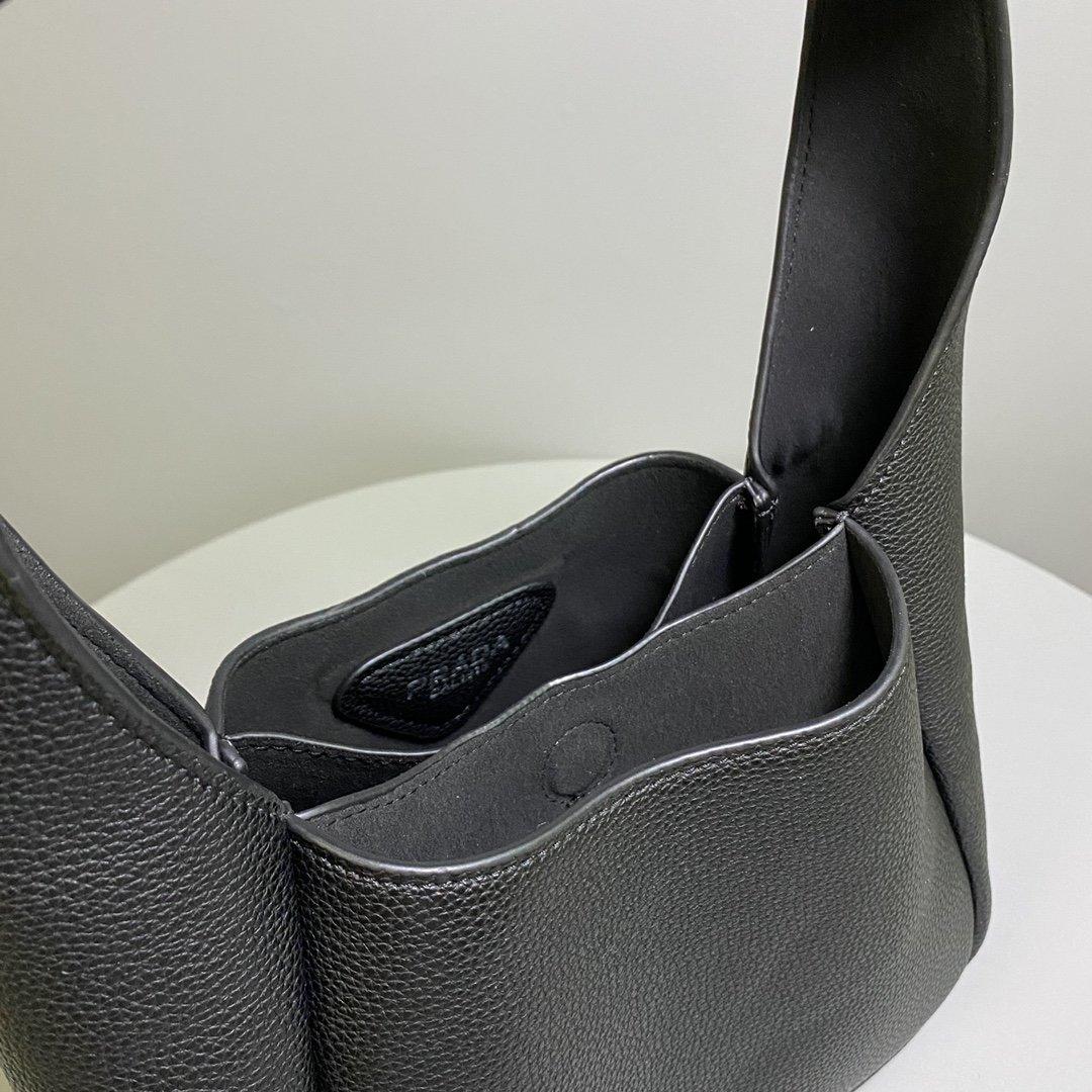 配盒子PRD20新品普拉达腋下包菜篮