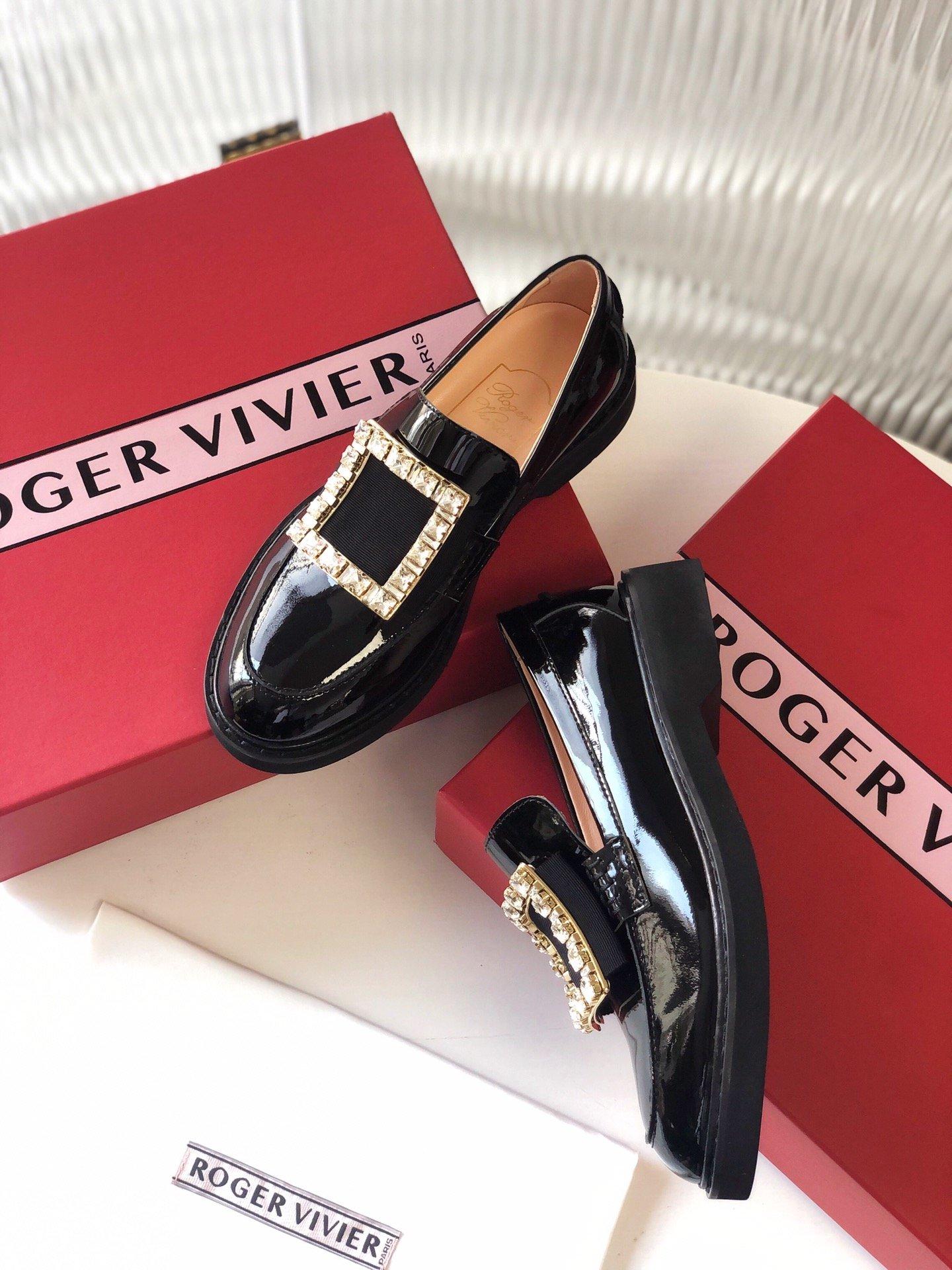 Roger Vivier 2020秋季主打款钻扣乐福鞋(图6)