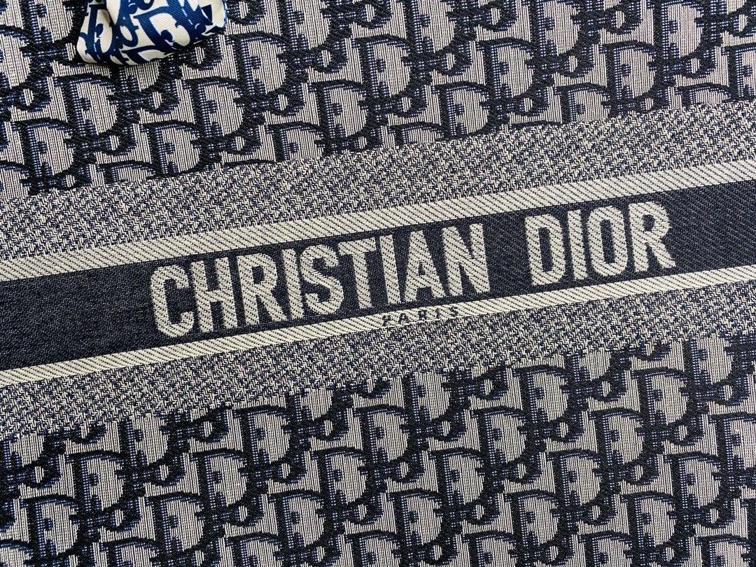 配丝巾大号黑色刺绣锁边Dior迪奥专