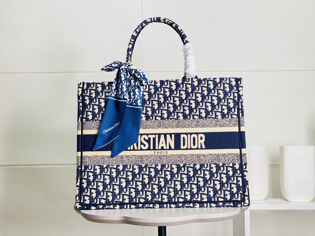 配丝巾大号蓝色刺绣锁边Dior迪奥专