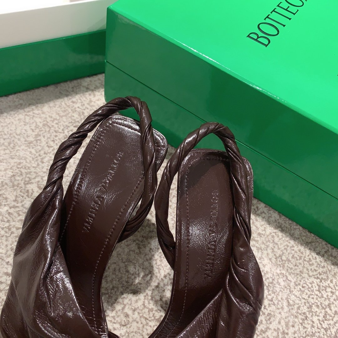 Bottega Veneta顶级版本HK专柜 2020 早秋新款尖头凉鞋(图10)