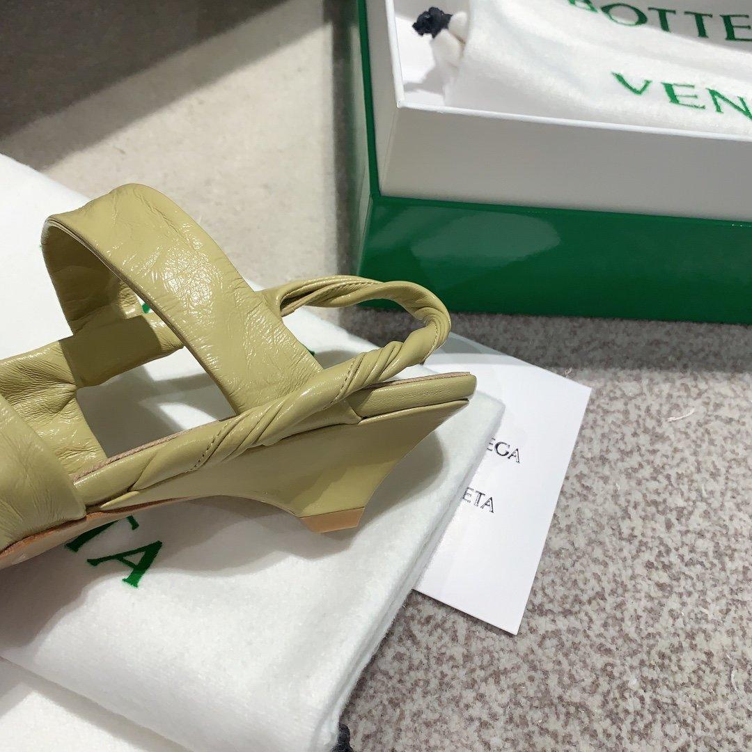 Bottega Venetd顶级版本HK专柜2020 早秋新款尖头凉鞋(图7)