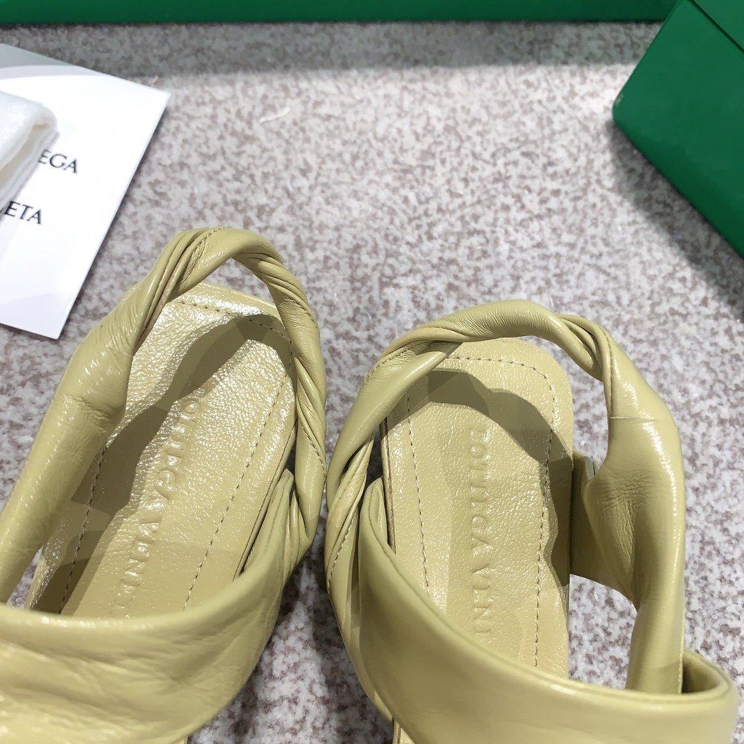 Bottega Venetd顶级版本HK专柜2020 早秋新款尖头凉鞋(图8)