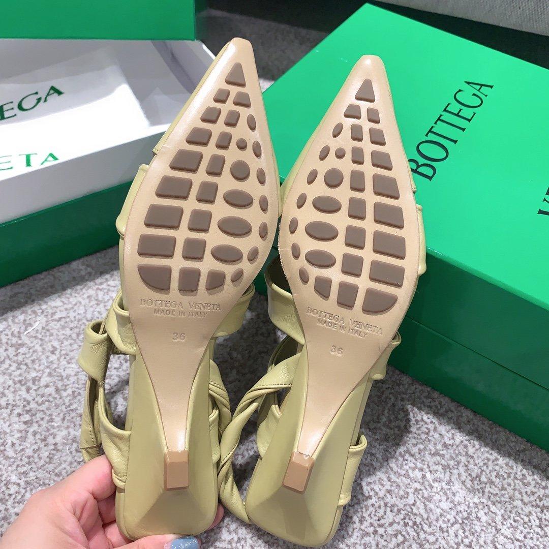 Bottega Venetd顶级版本HK专柜2020 早秋新款尖头凉鞋(图9)