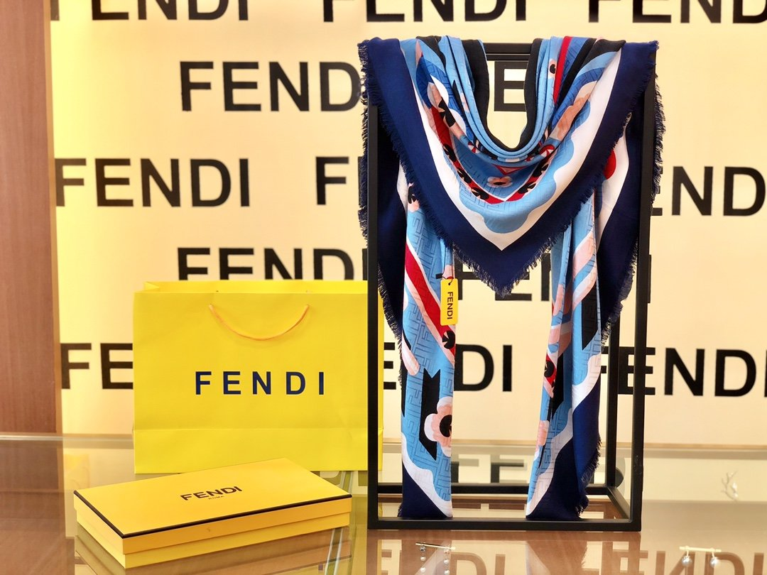 Fendi芬迪新款羊绒围巾(图8)