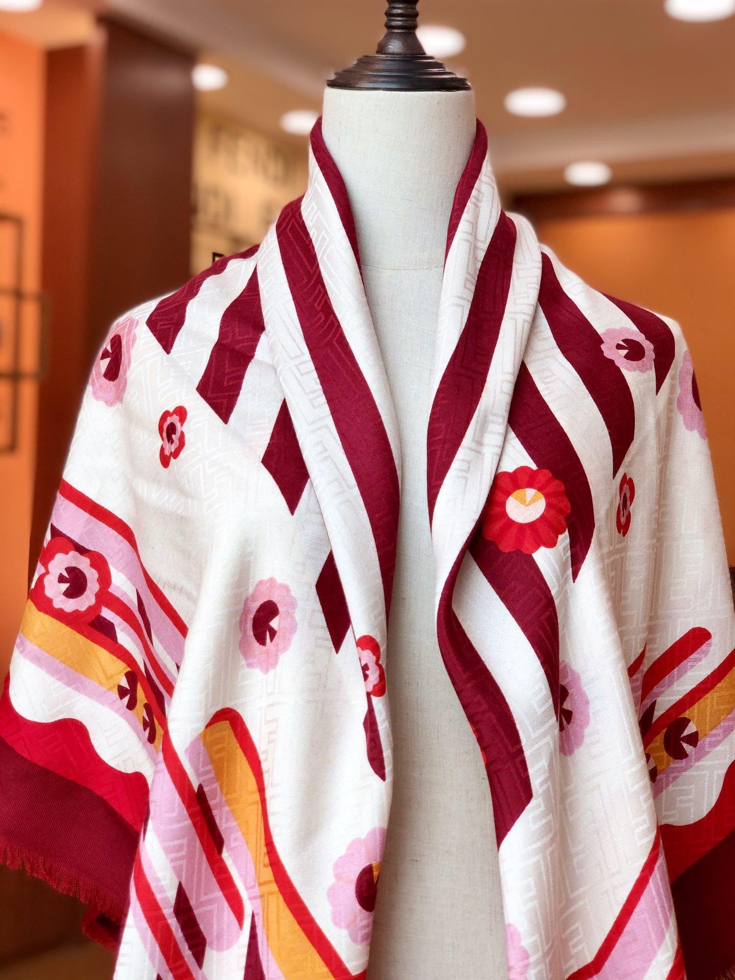 Fendi芬迪新款羊绒围巾(图10)